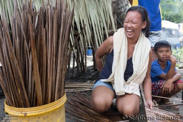 femme-philippnes-riant-rire-heureuse