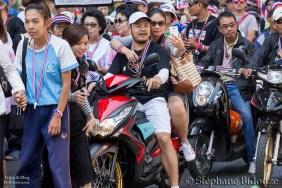 moto-autoportrait-selfie-thai-manifestant-bangkok