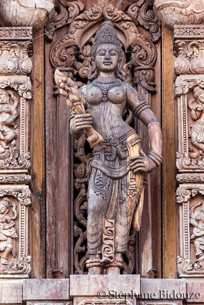 statue-deesse-pattaya-sanctuaire-verite