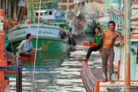 La vie des pêcheurs Birmans à bord
