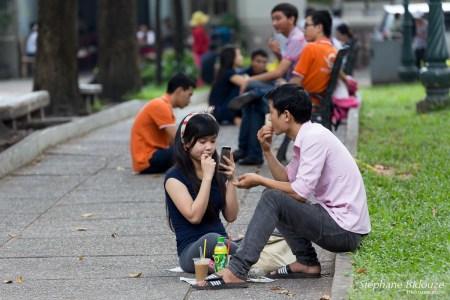 Ho Chi Minh City-gens-assis-park-rue