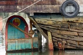 gouvernail-bateau-vieux-peint-vietnam