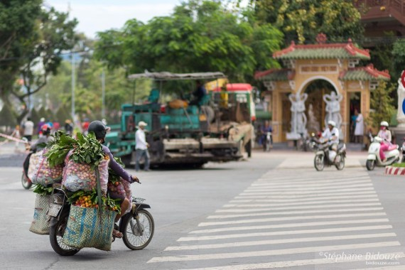 mobylette-chargee-vietnam