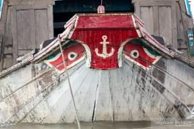 proue-bateau-vietnam-yeux-rouge