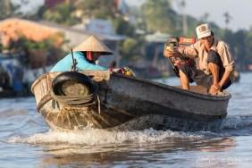 bateau-barque-moteur-vietnam