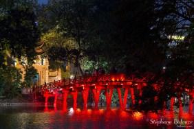 Huc-bridge-Hoan -Kiem-hanoi