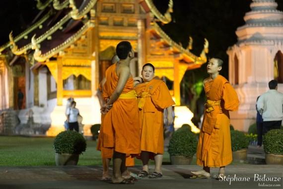 moines-bouudhistes-wat-phra-singh