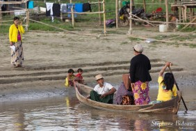 barque-mandalay-famille-bidonville