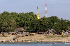 Ywathitgyi-village-irrawaddy-bateau