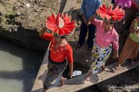 pastèques-vendeuses-bateau-embarquement-birmanie