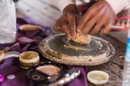 tanaka-frotter-mouiller-birmanie
