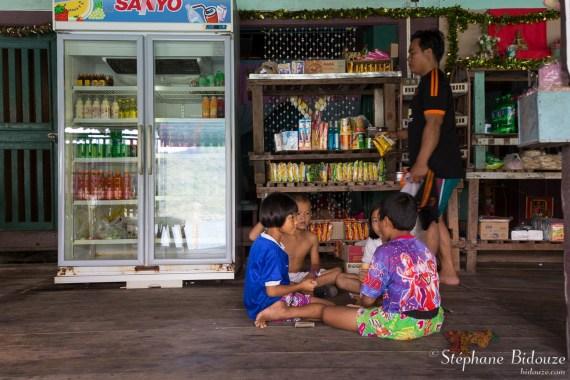 enfants-thai-magasin-jeu