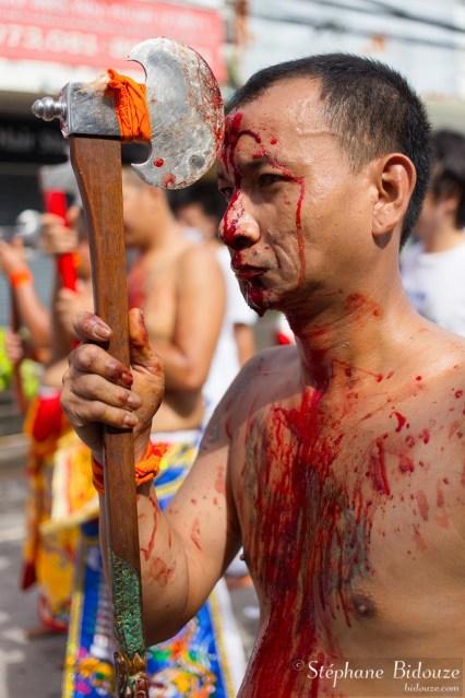 hache-mutilation-phuket-festival-taoisme