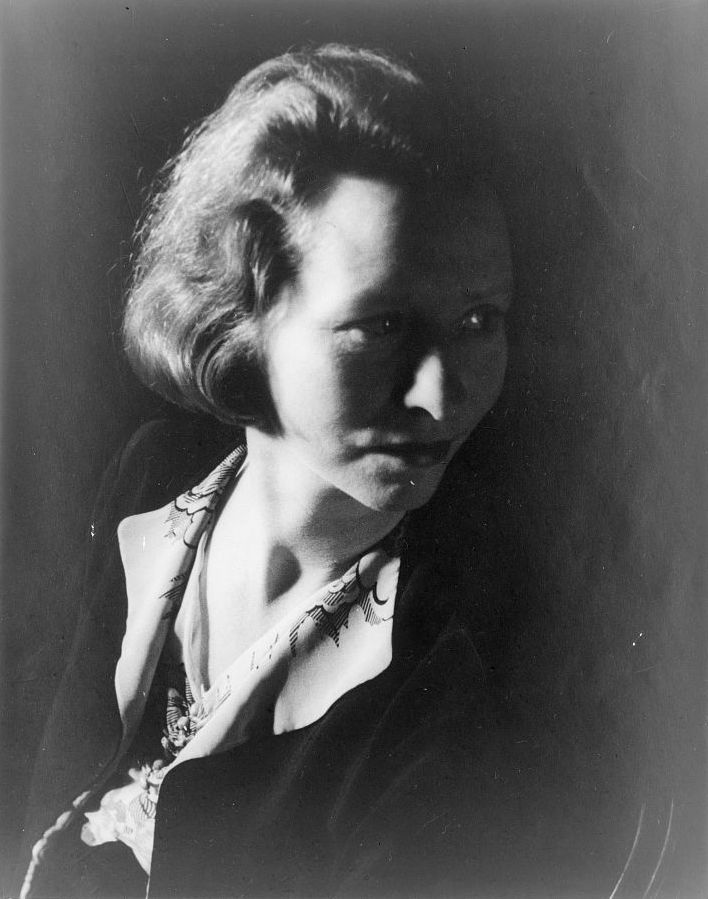 Photo of Edna St. Vincent Millay.