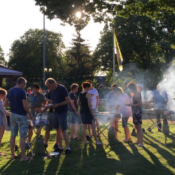 barbecue feest met gratis gas barbecue