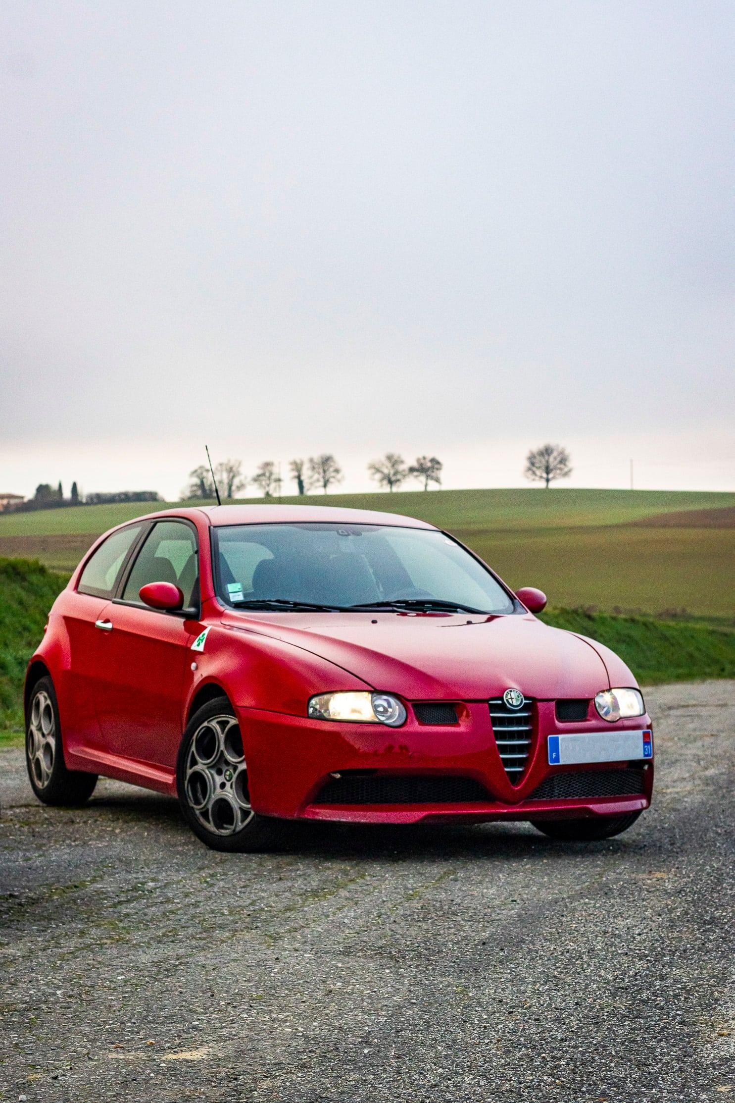 Alfa 147 rouge