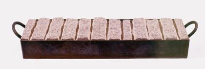 Xurxo Oro Claro 1999 S/ TÍTULO Granito e Ferro 132 x 31 x 16 cm