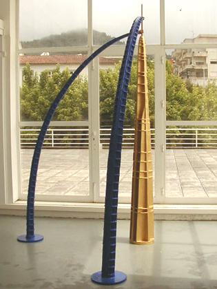 """Isabel e Rodrigo Cabral """"Torre Dourada"""", 1998 Escultura Madeira e Resinas 170 x 170 x 300 cm"""