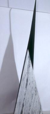 Zulmiro de Carvalho (PT) Sem título, 1982 Escultura em mármore e ferro 400 x 50 x 50 cm Grande Prémio Escultura na III Bienal Internacional de Arte de Cerveira, realizada de 24 de Julho a 31 de Agosto de 1982.