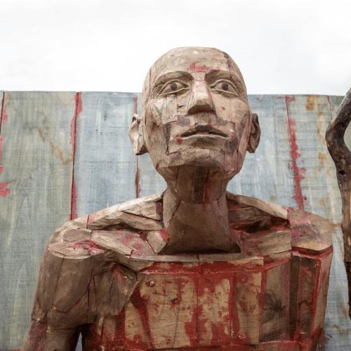 Dia da Roménia, escultura de Mircea Roman