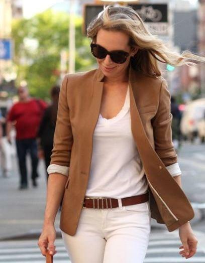 Associer une veste grise femme