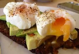 desayuno proteico-huevo pasado por agua