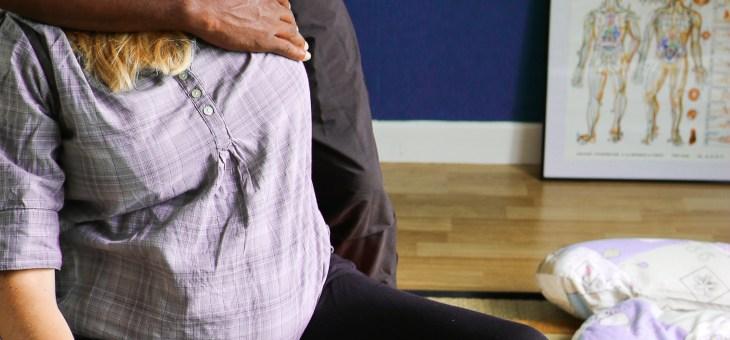 Grossesse : 3 techniques au ballon pour soulager le dos