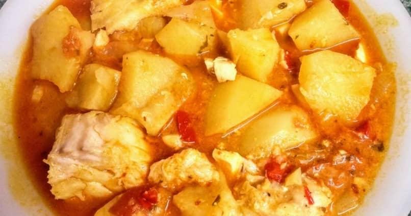 gustosa pescadilla cocida con patatas