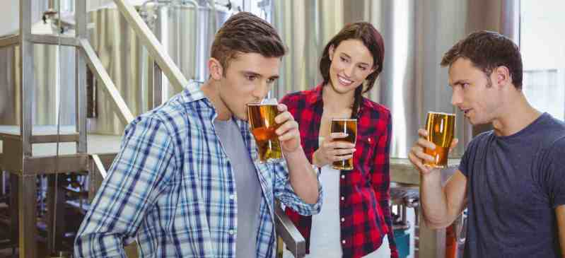 La visite des brasseries artisanales permet de découvrir les secrets de fabrication de la bière et de rencontrer les femmes et les hommes qui brassent la bière