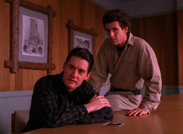 Twin-Peaks-Season-2-Episode-13-2-c999