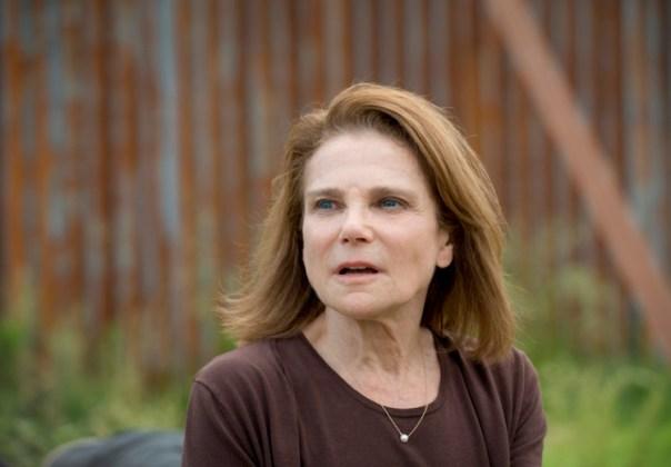 Deanna-Looks-Nervous-in-The-Walking-Dead-Season-6-Episode-2-750x522-1446442218