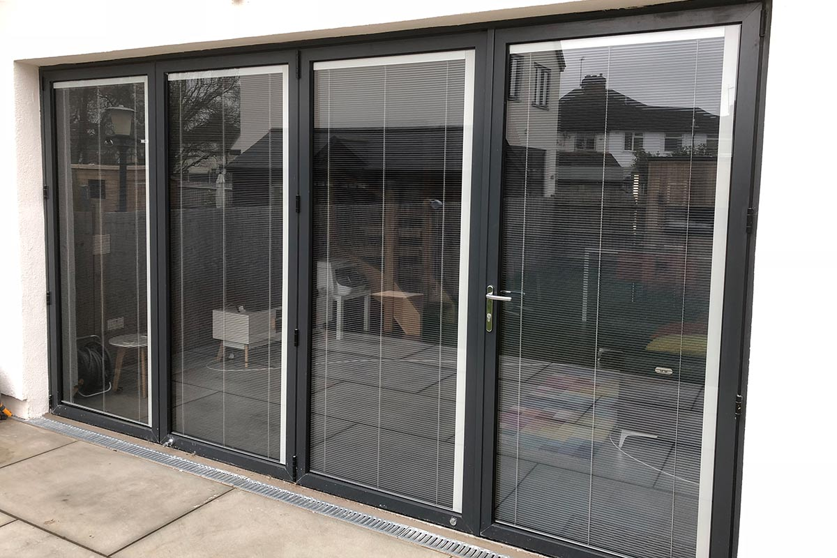 integrated blinds for aluminium bifold
