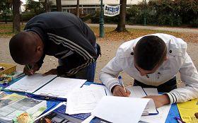 '人們紛紛簽名,呼籲聯合國調查中共活摘器官'