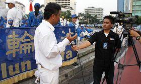 引尼媒體就法輪功反迫害十三年採訪當地學員