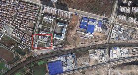'紅框所標為現在的湖北省法制教育所,它北靠湖北省女子勞教所,西面為板橋村,南牆外是一處停屍房。'