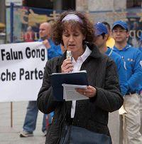 '國際大赦成員布理吉特(Brigit)女士,呼籲營救被酷刑折磨致死的法輪功修煉者秦月明的妻子王秀清和女兒秦海龍'