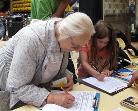 小姑娘波碧了解了真相後主動簽名反迫害