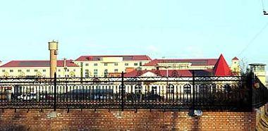 北京女子監獄:從外面路過的人會以為北京女子監獄是一所大學校園,但這裏是一座名符其實「人間地獄」