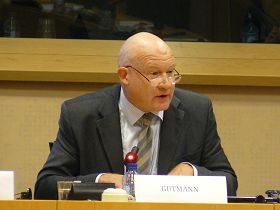 '中國問題專家伊森.葛特曼先生估計約有六萬五千位法輪功學員被活摘器官'