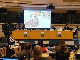 歐洲議會聽證會上播放了揭露中共迫害法輪功的真實圖片。
