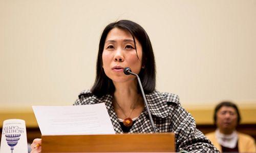 '法輪功學員王治文的女兒王曉丹在聽證會上講述了過去十五年來,因中共當局對法輪功的迫害,她的父親一直被非法關押並飽受酷刑折磨。'