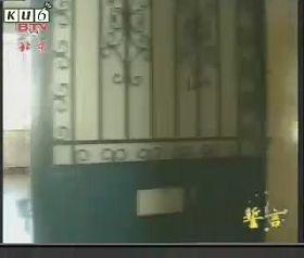 北京女子監獄監室的鐵門