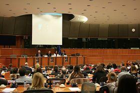 揭露中共迫害法輪功的紀錄片《自由中國》在歐洲議會會議廳放映