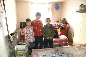 '趙春霞與兒子、二女兒'