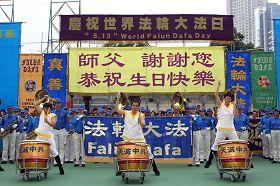 旗鼓隊表演。