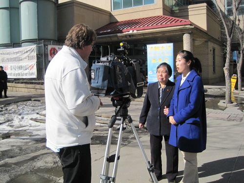 圖2:黃金陵女士接受電視採訪