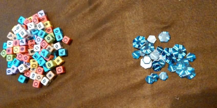 Kostki i punkty zwycięstwa w grze planszowej Roll for The Galaxy