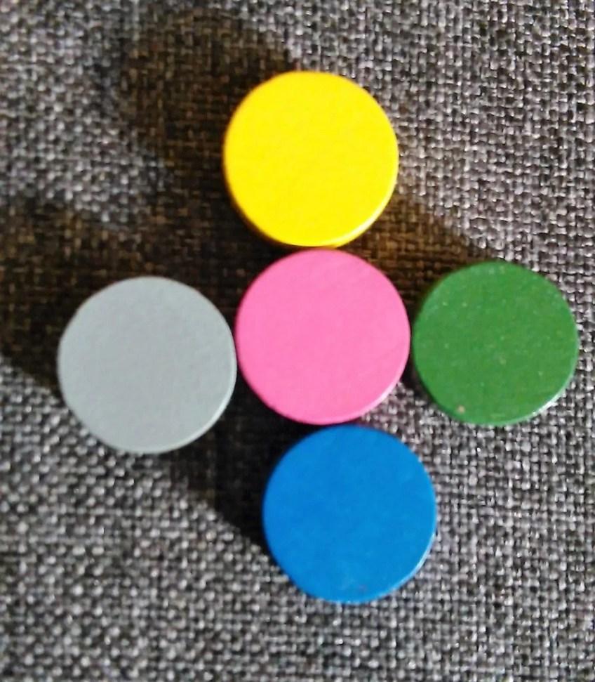 A oto znaczniki punktów. Wykonane są tak jakby z drewna. Niepozorne ale dużo znaczą w grze.