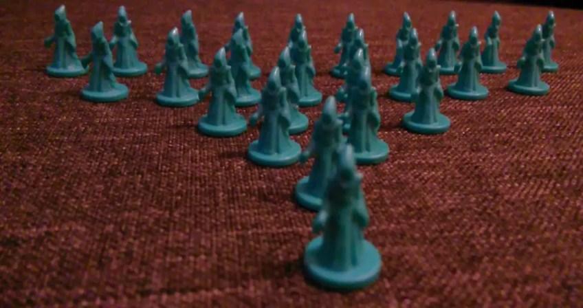 26 figurek kultystów. Figurki solidne, ale bardzo, bardzo malutkie. Mogą łatwo się zgubić.