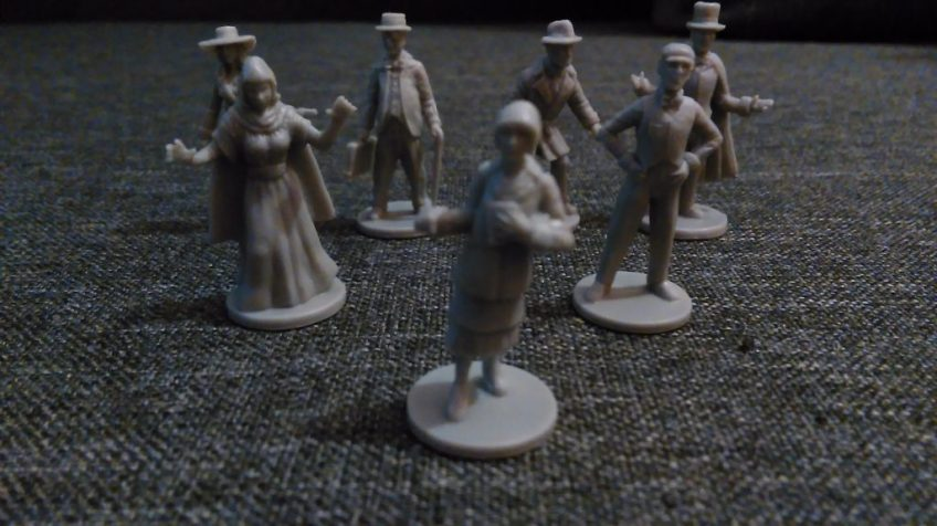 Figurki bohaterów, badaczy. W opakowaniu znajdziecie ich 7.